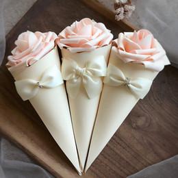 Cone de papel Forma caixa de Doces recipiente de chocolate favor caixas titular com Flores Rosa Bowknot Diamante 50 pçslote frete grátis atacado de