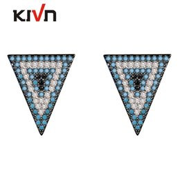 Triangulo brincos de zircônia cúbica on-line-KIVN Fashion Jewelry Triangle Pave CZ Cubic Zirconia Mulheres Meninas Bridal Wedding Stud Earrings Presentes de aniversário 10pcs Lot Wholesale