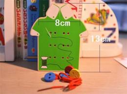 2019 nähen knöpfe perlen Wholesale-Montessori Lernspielzeug Kinder Perlen Schnürung Brett Holzspielzeug Kleinkind annähen Knöpfe Früherziehung Lehrmittel / Puzzle rabatt nähen knöpfe perlen