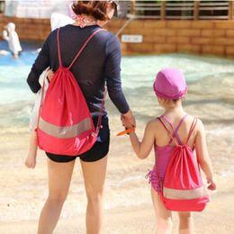 2019 bolsa de baño impermeable para las mujeres 2017 Nuevas mujeres mochila de playa a prueba de agua mochila bolsas de cordón con errores bolsa de almacenamiento de gran capacidad bagpack bolsa de baño impermeable para las mujeres baratos