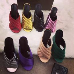 Blocos de sapato on-line-Sapatos de design de luxo Impera Qualitty Couro Verão Crossover Sandal Mulas Slides De Ouro Bloco de Salto Alto Sandálias Das Mulheres Chinelos
