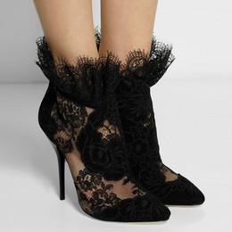 Tacones altos para formal online-Moda británica de las mujeres botines de otoño Sexy punta estrecha botines de lujo de encaje negro tacones altos Formal vestido bombas más el tamaño 42