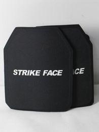 Preuve de balles en Ligne-Une paire de revêtements en tissu imperméable recouvre des plaques d'insertion de poitrine balistique tactiques en PE de niveau IIIA, plaques anti-balles