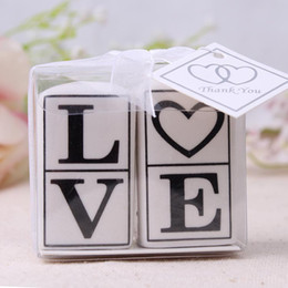 ceramic spices jar Promo Codes - LOVE Salt And Pepper Shakers Ceramic Cruet Wedding Favors Wedding Souvenirs Jar For Guests 2 pcs=1 set Free Shipping