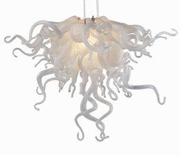 Araña de cristal blanco puro online-Nuevo diseño blanco puro decoración de la boda pequeña araña de cristal LED fuente de luz soplado mano Murano vidrio colgante araña