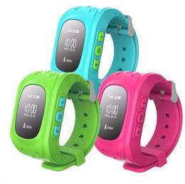 Q50 Безопасность детей Смарт-наручные часы GPS-трекер SOS Call Suppurt SIM-карта для iPhone IOS и для мобильных телефонов Samsung Android от Поставщики телефон запястье sim sos gps