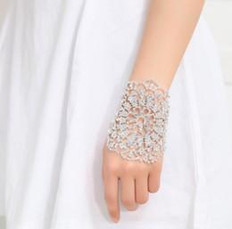 Venta caliente Crystal Clear Rhinestones nupcial boda brazalete pulseras cadena de mano para la decoración del vestido de muñeca envío gratis desde fabricantes