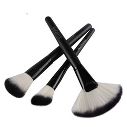 Wholesale Wooden Fan Handles - 3pcs Large Fan Shaped Makeup Brushes for Blush Powder Foundation Wooden Handle Round Brush Cosmetic Makeup Brush Set