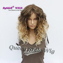 парик глубокой волны средней длины Скидка Слоистый вырезать Сексуальная белая женщина прическа парик синтетические средней длины глубокие вьющиеся волны волос парик пляж оттенок блондинка Цвет парики быстрая доставка