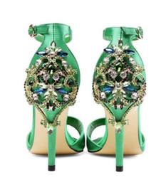 Sapatas do gladiador do diamante on-line-2017 mulheres sandálias de strass garanhão verão sapatos de festa material de seda sandálias gladiador aberto toe vestido sapatos tornozelo cinta de salto alto diamante