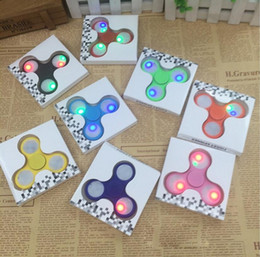 Détaillant LED Flash Light Avec Poussoir Spinners Lumineux À La Main Fidget Spinner EDC Triangle Doigt Rotation Décompression Doigts Anxiété Jouet ? partir de fabricateur