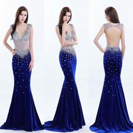 Offene samt abendkleider online-Tiefem V-Ausschnitt Perlen Durchsichtig Prom Kleider Sexy Open Back Sleeveless Velvet Mermaid Abendkleider Sweep Zug