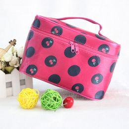 2019 lingerie case travel Atacado - Travel Dot Women Cosmetic Bag Big Lingerie Bra Underwear Cosmetic Bags Maquiagem Armazenamento De Armazenamento De Armazenamento lingerie case travel barato