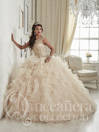 Wholesale Vestidos Color Melon - Champagne Quinceanera Dresses 2017 Ball Gowns Sweetheart Beaded Crystal Embroidery Sweet 16 Dress Vestidos De 15 Anos