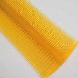 Canada Fournisseurs de peigne de groseille de peigne fournit des peignes en plastique de coiffure Commodity petits cadeaux Commodity wholesale cheap plastic massage supplies Offre