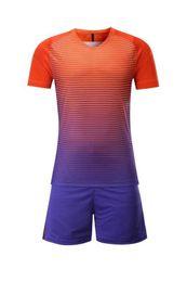 Uniformes de futbol con descuento online-Camisetas de camisetas de fútbol en blanco personalizadas Camisetas de fútbol Tops con pantalones cortos Conjuntos de uniformes, descuento Barato 2017 nuevas camisetas de fútbol de entrenamiento para hombres