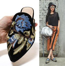 Wholesale Fashoin Shoes - 100% Handmade embroidery Shoes women's Fashoin slippers Woman luxury velvet Casual Shoes Sandals