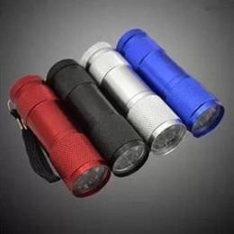 лучший фонарик фонарик Скидка 9 LED Факел 300LM мини фонарик 4 цвета LED кемпинг Факел фонари лампы 3AA батарейках факелы портативный освещение Лучшая цена