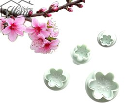 spring decorating Promo Codes - Wholesale- Baking Cookie Mold Fondant Tools 4PCS SET Peach Blossom Shape For Fondant Cake Decorating Spring Cookie Cutter Kitchen Decor DIY