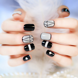 Wholesale Acrylic Nails White - 2017 New Arrival Short Full False Nails 24pcs with Geometric Patterns Black and White with 1Pcs Glue sticker