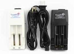 Argentina Cargador de batería dual Trustfire TR-001 de alta calidad para 18650 18500 18350 17670 16340 Cargadores de batería EU EE. Suministro