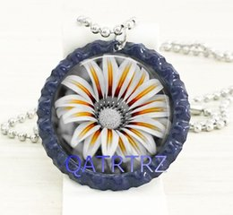 Wholesale Wholesale Bottlecap Jewelry - Hot Fashion Daisy Bottlecap Necklace, Black and White Flower Bottlecap Necklace, Daisy Flower Jewelry Bottlecap Necklace for Mom on Mother's