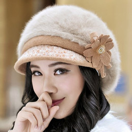 Wholesale Embellished Hats - Wholesale- Fashion Women Chic Handmade Flower and Faux Fur Embellished Newsboy Cap Adult Keeping Warm Free Size Autumn Winter Hat 155831101