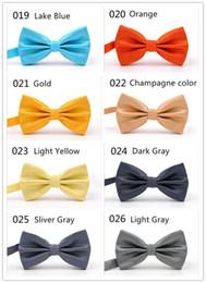 Precio de fábrica wholsale OEM 32 Clors Men Classic Wedding Bowtie Corbata Novedad Esmoquin Moda Ajustable novio / padre regalo desde fabricantes