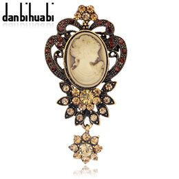 Wholesale Cameo Silver Jewelry - Wholesale- Fashion Antique Gold &Silver color Vintage Brooch Pins Female Jewelry Queen Cameo Brooches Rhinestone For Women Christmas Gift