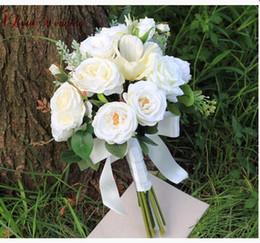 decoração de bola de rosa atacado Desconto 2018 branco lindo buquê de noiva casamento com flores feitas à mão elegante lindo casamento favores noiva segurando flores
