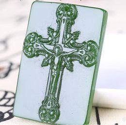 Collana verde pendente di giada online-New Natural Jade China Verde Collana pendente in giada Amuleto Portafortuna a croce Statua Collezione Ornamenti estivi Pietra naturale