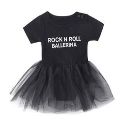 Tute per bebè Camicia nera ROCK N RALL BALLERINA Lettere stampa abiti in  due pezzi TUTU Gonna Abiti ragazze nere roccia economici 4364502873d0