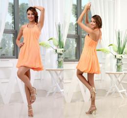 Светло-желтое шифоновое платье онлайн-Мода Холтер светло-желтый короткий дизайн платья невесты 2018 летний пляж шифон фрейлина платья свадебная одежда