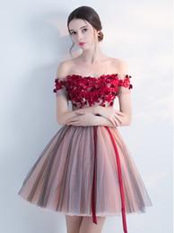 2018 nuevos vestidos cortos de baile sexy de tul fuera del hombro flores hechas Sash Vestidos de noche Vestidos de fiesta vestido de noiva desde fabricantes