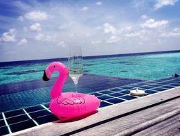 2019 dispositivo pneumático Verão Flamingo copo titular Inflável Bebidas Piscina Flutua Bar Coasters Dispositivos de Flutuação Crianças Brinquedo De Banho tamanho pequeno desconto dispositivo pneumático