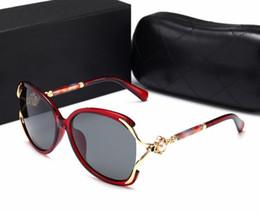 2018 nouvelles lunettes de soleil, tendances européennes et américaines,  mer tranchée sans cadre, mâle, femelle, yeux de chat et lunettes de soleil.  ... 3795b749b370