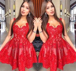 Robes de soirée en dentelle grise en Ligne-Robes de bal d'honneur en dentelle rouge 2019 nouvelles robes de soirée arabe une ligne bretelles spaghetti courtes robe de bal en tulle robe de soirée BC0014