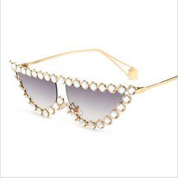 Marca De Luxo Óculos De Sol Das Mulheres Olho De Gato À Moda Olhar Rua  Strass Designer De Marca Óculos De Sol Senhoras Lunettes 1d3d81ace6