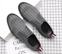 Wholesale trendy male shoes - New Trendy Designer Stripe canvas lace-up Oxfords Shoes Male Wedding Prom Homecoming Business Oxford shoes zapatos de novio