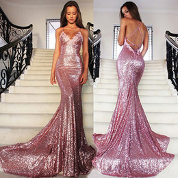 Vestidos de fiesta de color rosa lentejuelas online-Sexy correas espaguetis vestido de noche con purpurina rosa lentejuelas con espalda abierta vestido de fiesta con apliques de encaje vestido de fiesta largo cruzado