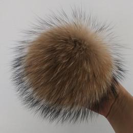 Cappelli di pelliccia genuini online-15 cm fai da te genuino reale pelliccia di procione pompon pon pon per le donne bambini beanie cappelli big size palla naturale per le scarpe caps bag