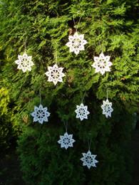 Ornamenti di natale a crochet fatti a mano online-Albero di Natale Holiday Table home decor ornamento fiocchi di neve Idea regalo Crochet Fiocco di neve ornamento bianco fatto a mano fiocchi di neve di 20 ~ 6 pollici
