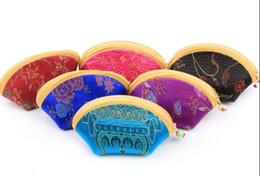 Симпатичные китайские кошельки онлайн-11x6 см Мини Симпатичные Shell Молния Шелковый Кошелек для Монет Женщины Кошелек Красочные Мешок Хранения Ювелирных Изделий Конфеты Китайский традиционный мешок смешанный рисунок