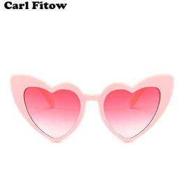 Сердце солнцезащитные очки Женщины бренд дизайнер кошка глаз Солнцезащитные очки ретро любовь в форме сердца очки дамы покупки солнцезащитные очки UV400 от Поставщики кошки глаза формы солнцезащитные очки