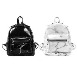 2018 Moda Kadınlar PU Deri Fermuar Mermer Sırt Çantaları Kızlar Omuz Okul Çantaları Punk Tarzı Alışveriş Sırt Çantası Siyah Beyaz nereden