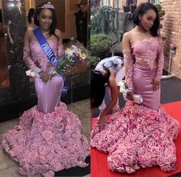 3d encajes rosas online-Vestidos de baile de encaje de manga larga africanos sexy 2018 Flores de 3D rosas de fondo de hombro Vestidos de noche de sirena Ocasión especial