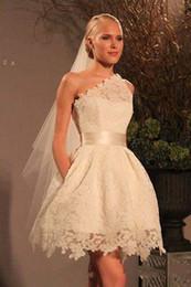 Deutschland Vintage Design 50er Jahre kurzes Hochzeitskleid One Shoulder Ribbon Gürtel voller Spitze neue charmante Brautkleider Sondergröße Versorgung