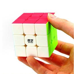 Cubo de jogador on-line-Qiyi Speed Cube Magia Rubix Cube Warrior 5.5 CM Fácil Transformando Etiqueta Livre Durável para Jogadores Iniciantes