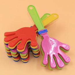 Brinquedos olímpicos on-line-200 pcs Mão De Plástico badalo clap brinquedo cheer levando clap para Jogos Olímpicos de futebol jogo Noise Maker Bebê Kid Pet Toy