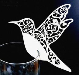 2020 decorazioni di uccelli volanti Carte di tazza di carta Uccelli volanti Tazze Vino di vetro Carte di nome di nozze Decorazione festa di compleanno Carta luogo fai da te decorazioni di uccelli volanti economici